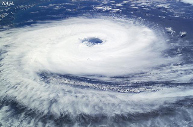 Huracán catarina, fotografiado desde la Estación Espacial Internacional, 27 marzo 2004. Crédito: NASA.