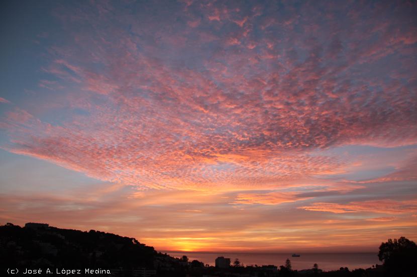 Acerca de la importancia de las nubes medias en el clima del Planeta