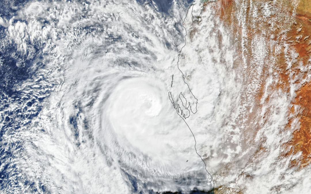 El ciclón tropical Seroja toca tierra en Australia
