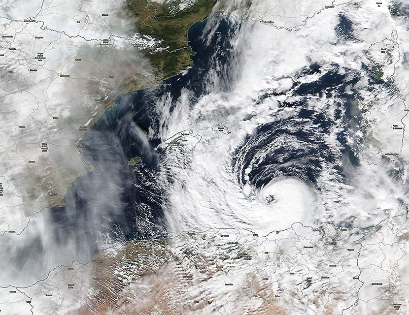 Huracán mediterráneo (medicán) «Bernardo» en la costa de Argelia