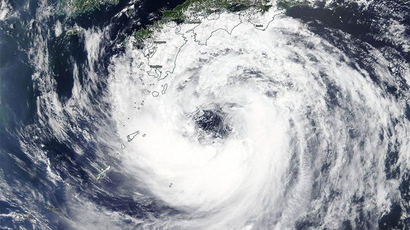 «Krosa», curioso ciclón a punto de tocar tierra en Japón.