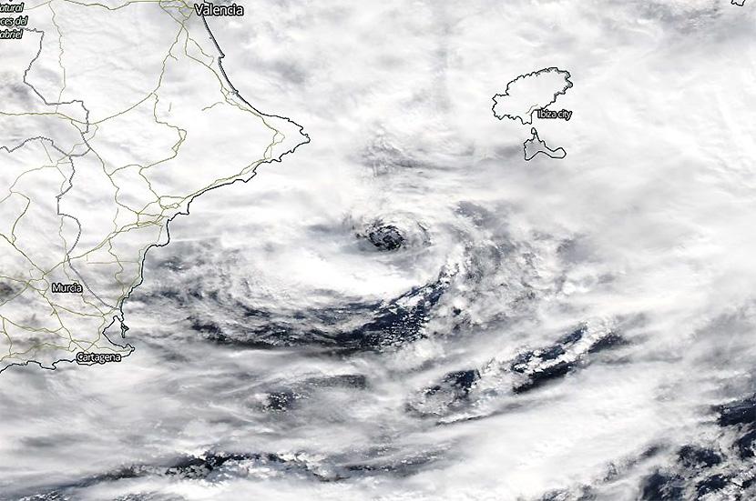 Aparición de un ojo frente a la costa de Alicante ¿ciclón con apariencia de huracán?