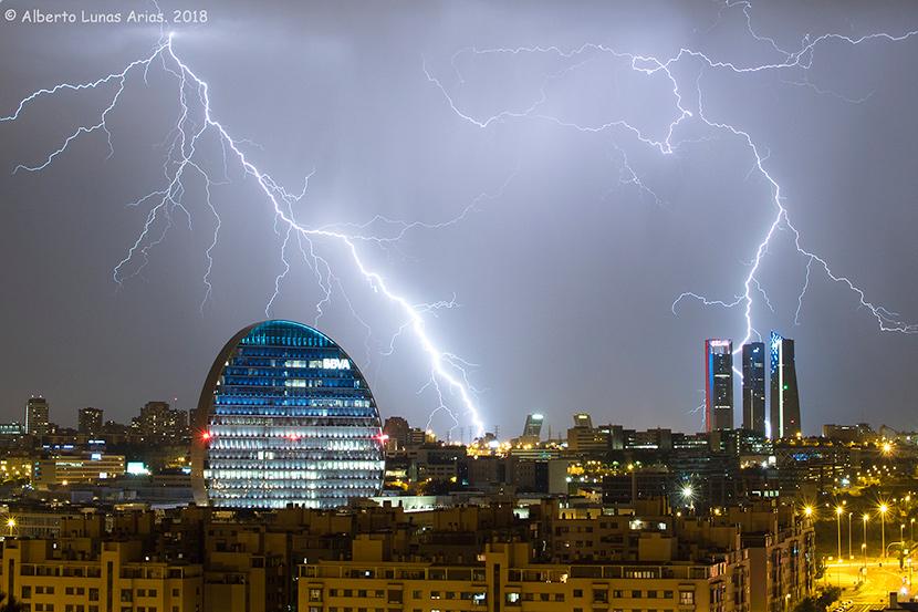 Rayos en los cielos de Madrid